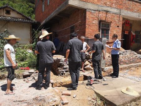 6月18日,五华法院依法强制执行一起相邻通行、排水纠纷