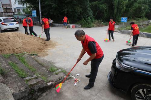 """9月25日,五华法院组织干警参加""""全民志愿行•美丽迎华诞""""志愿服务大行动"""
