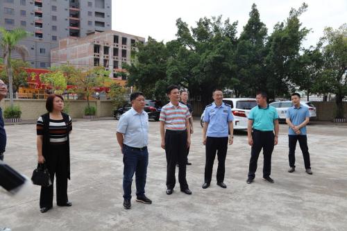 5月6日,县委书记吴晖到五华法院安流法庭检查督促政法队伍教育整顿工作