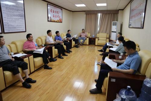 5月11日,梅州市中院党组副书记、常务副院长朱杭基到我院督导工作