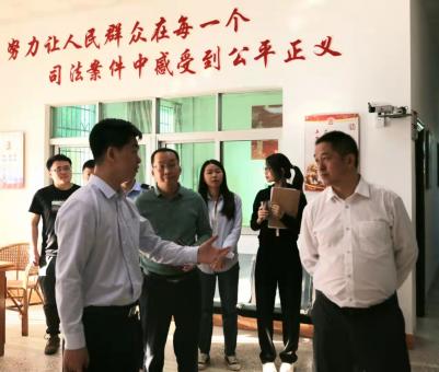10月18日,五华法院党组书记、代院长曾梅麟到安流法庭调研工作